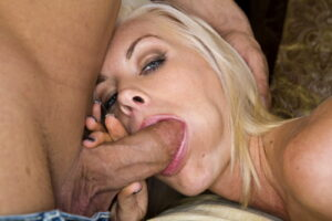 nabija ženi kurac u usta